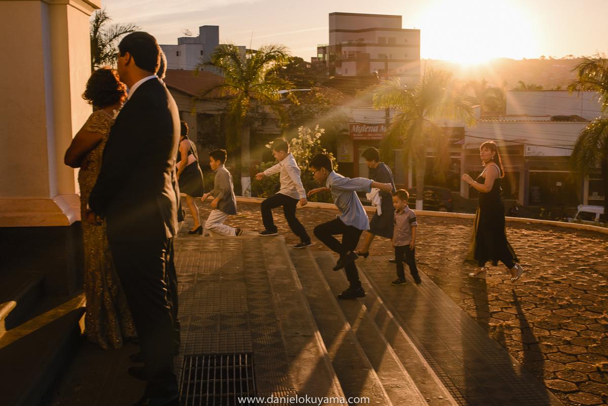 Convidados atrasados para o casamento em São Gotardo - MG. Tarde maravilhosa para um casamento
