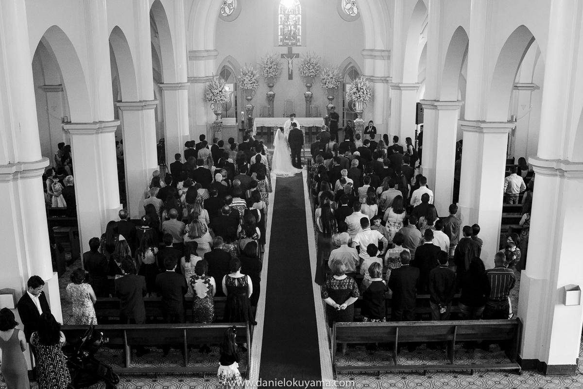 Vista geral da igreja matriz em São Gotardo - MG em dia de casamento
