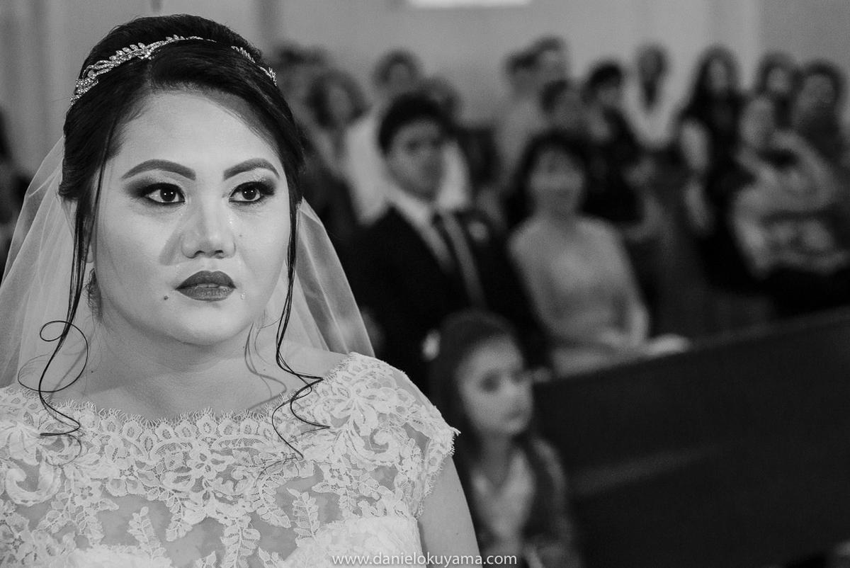 Noiva emocionada em dia de casamento em São Gotardo -MG