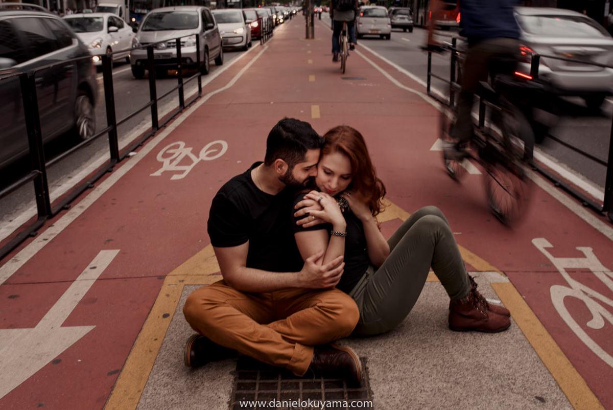 Ensaio pré casamento em são paulo - sp na avenida paulista foto na ciclovia da avenida paulista