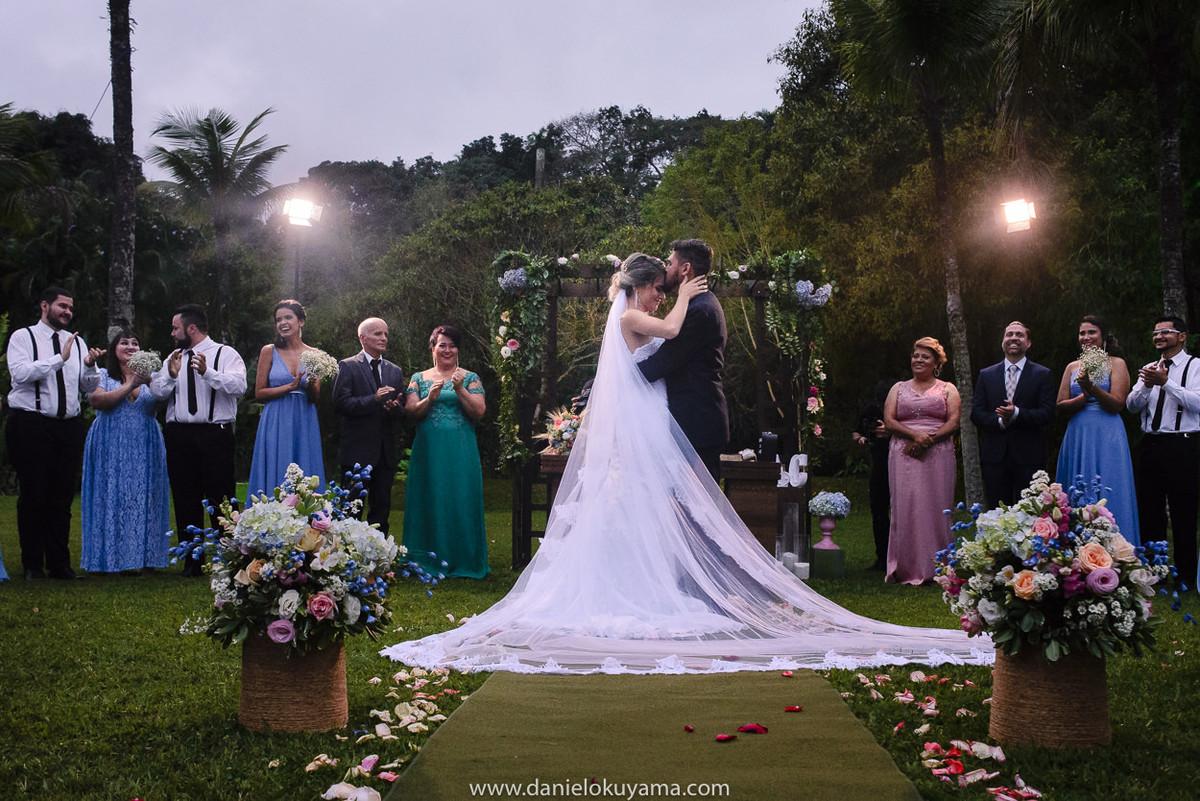 Fotografo de casamento em Santos casamento no Guarujá casamento na praia beijo dos noivos em casamento