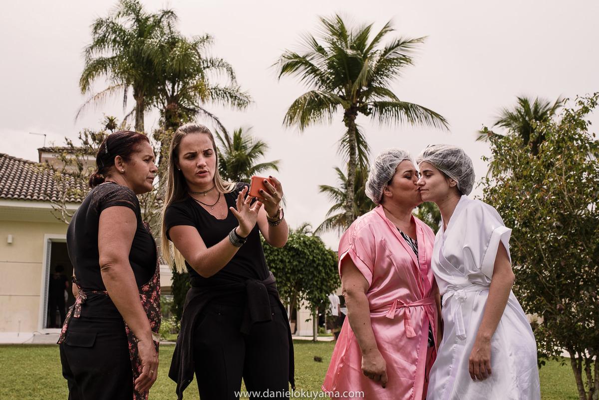 Fotografo de casamento em Santos casamento no Guarujá casamento na praia Noiva com a mãe e assessora