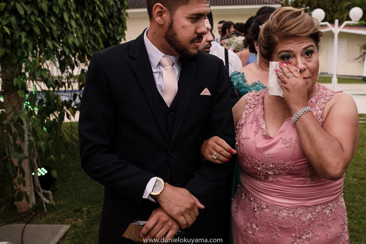 Fotografo de casamento em Santos casamento no Guarujá casamento na praia mãe do noivo se emocionando