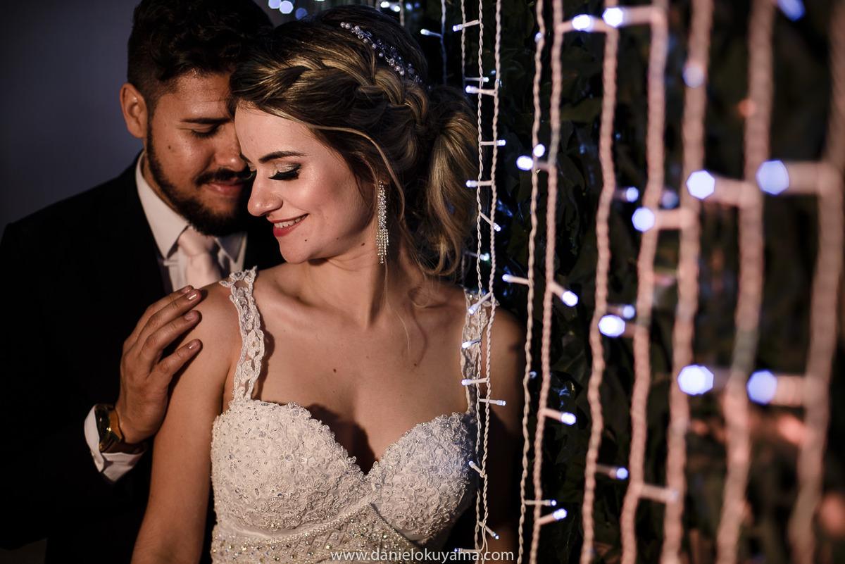 Fotografo de casamento em Santos casamento no Guarujá casamento na praia noivos com a decoração da festa