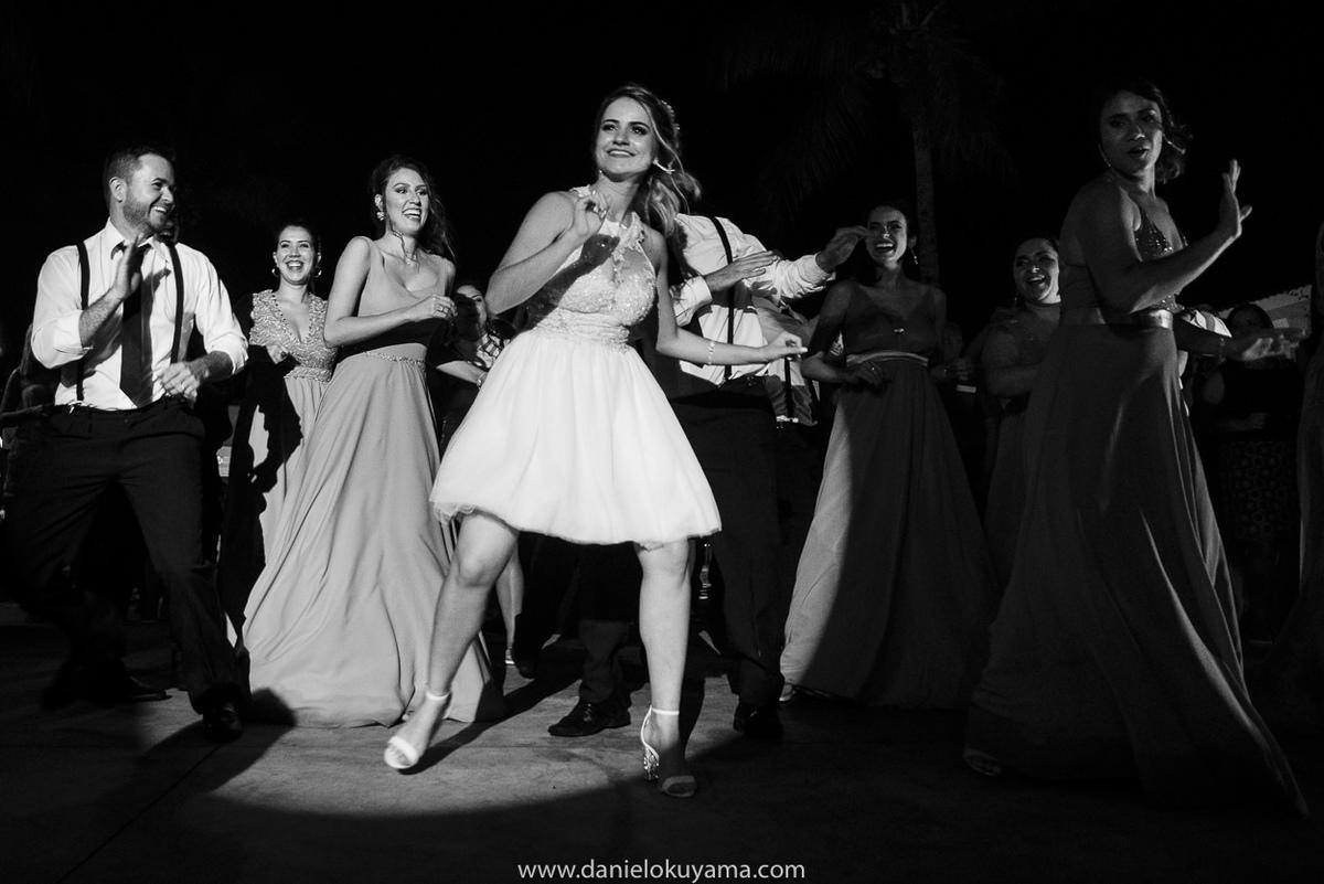 Fotografo de casamento em Santos casamento no Guarujá casamento na praia noiva animada na festa