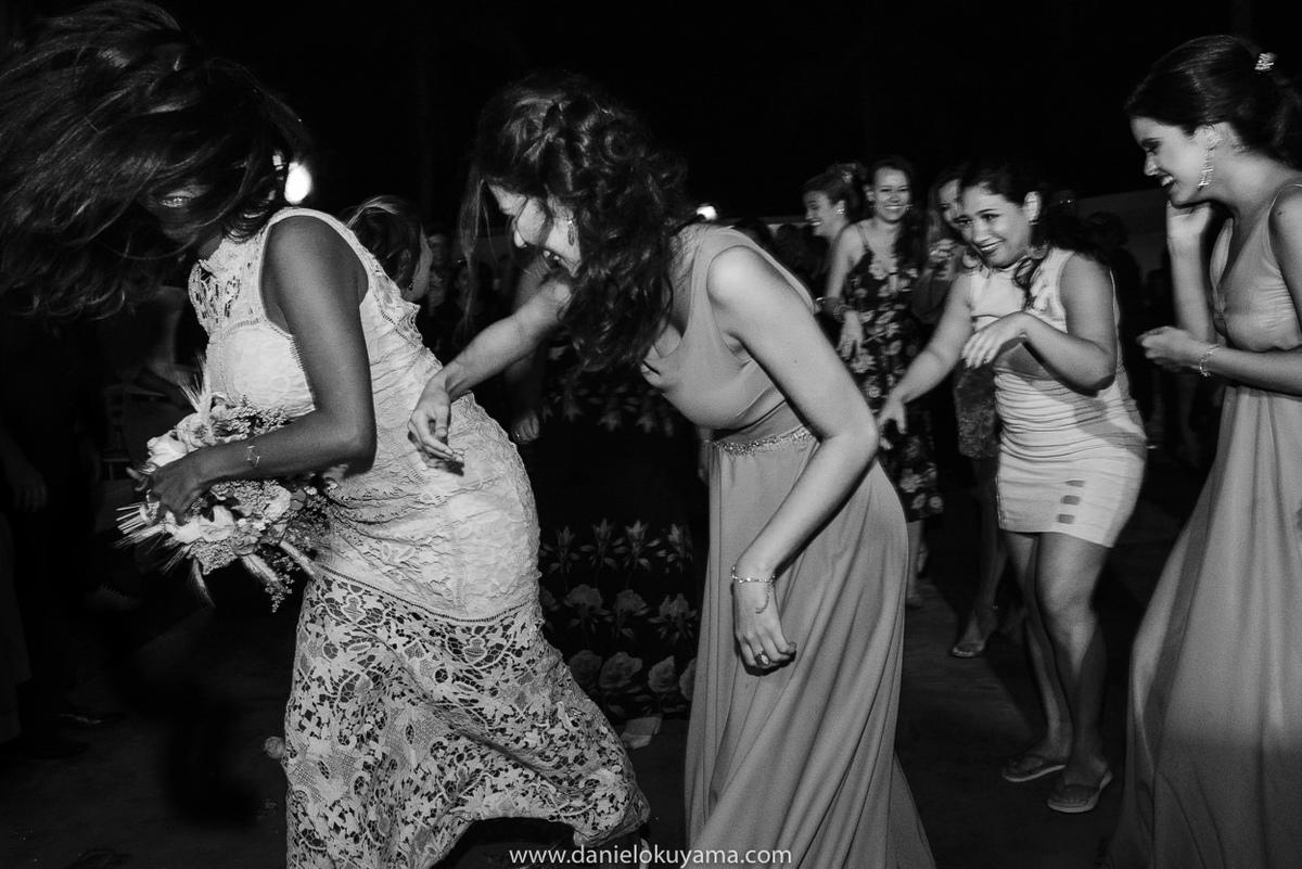 Fotografo de casamento em Santos casamento no Guarujá casamento na praia convidados animados na festa de casamento