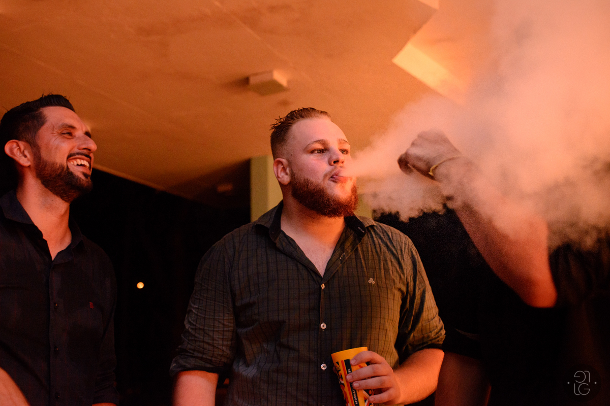 convidados-fumando
