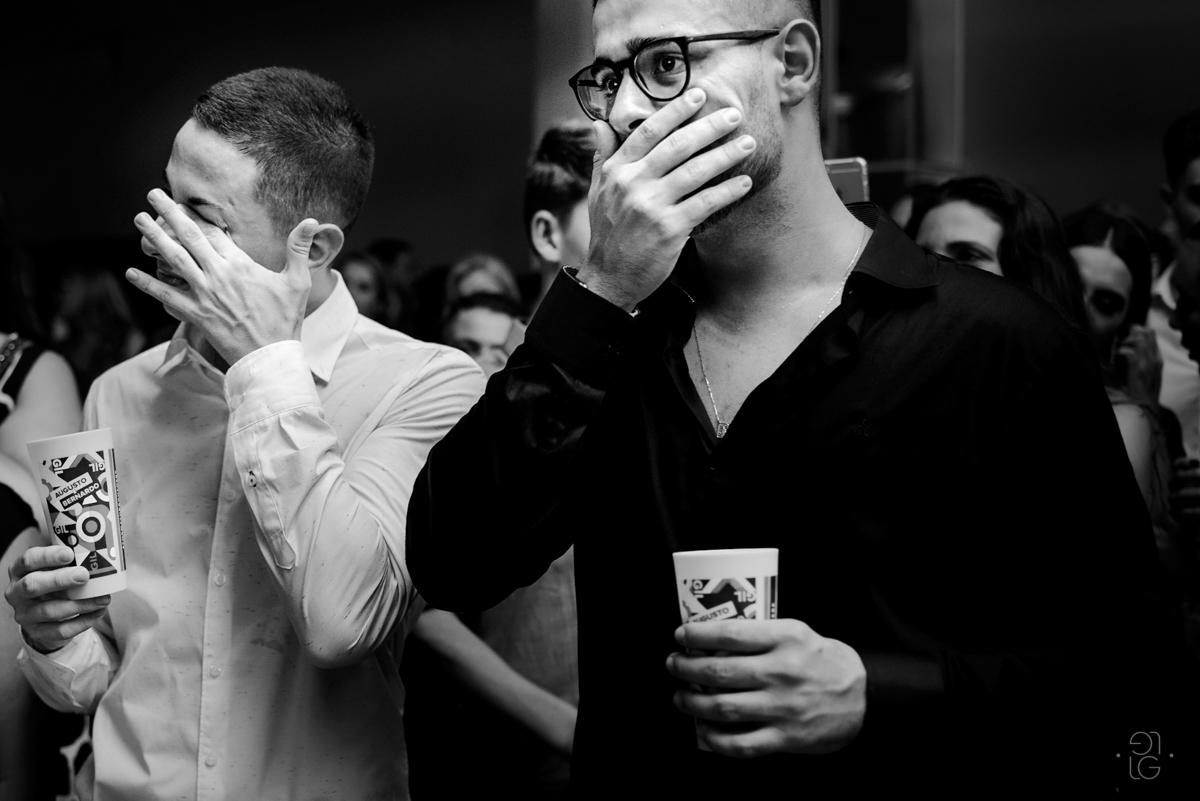 augusto-e-bernardo-chorando