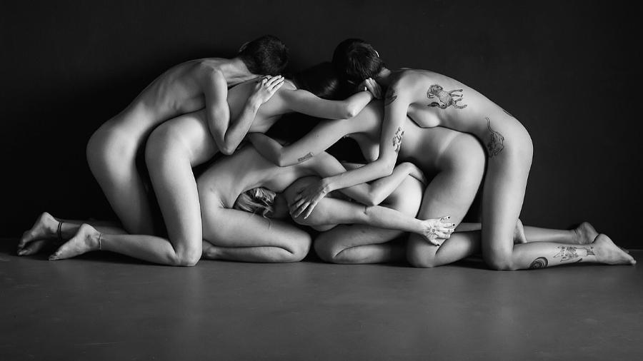 Imagem capa - Instagram veta, fotógrafa vai à Justiça e recupera perfil de nus artísticos. por Essência Nua