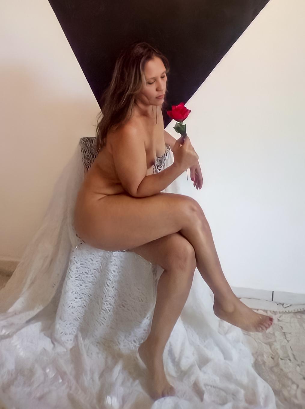 Imagem capa - Vivi Fontana - 43 anos - Ser Mulher é Incrível por Essência Nua
