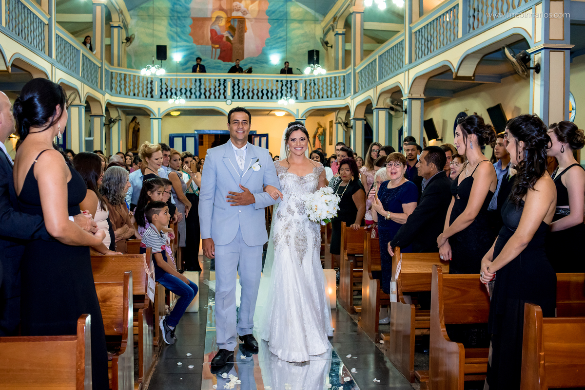 entrada-dos-noivos-vestido-de-noiva-da-zephora-casamento-em-pompeu-mg