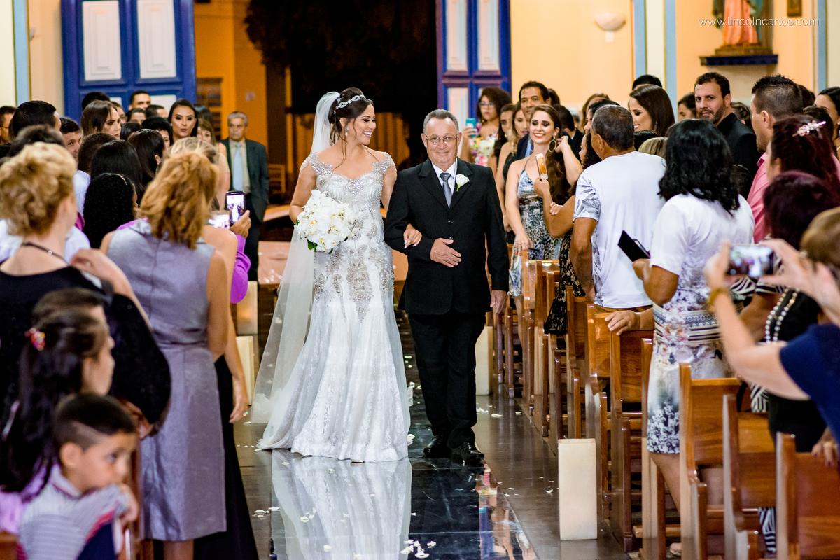 entrada-da-noiva-vestido-de-noiva-da-zephora-casamento-em-pompeu-mg