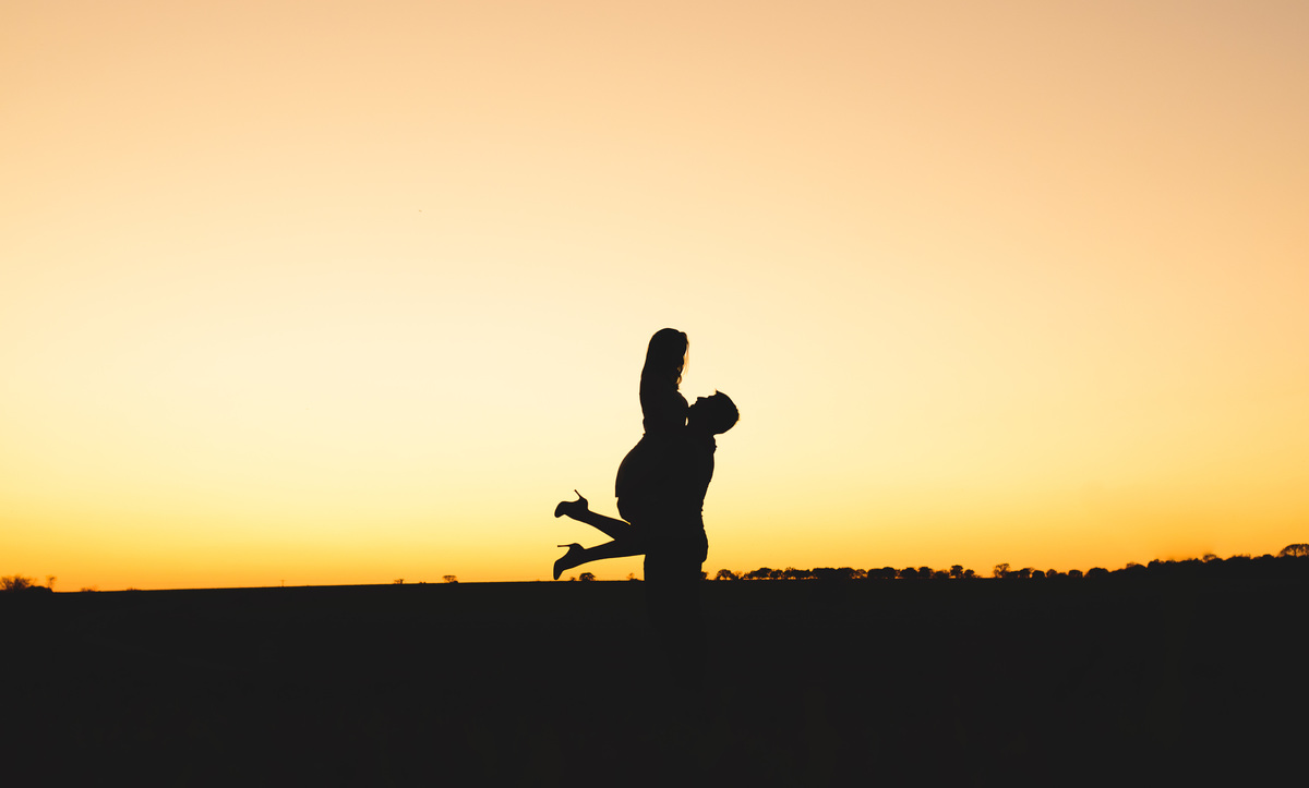 Neto Oliveira fotografia pré wedding ensaio de casal  fazendal por do sol