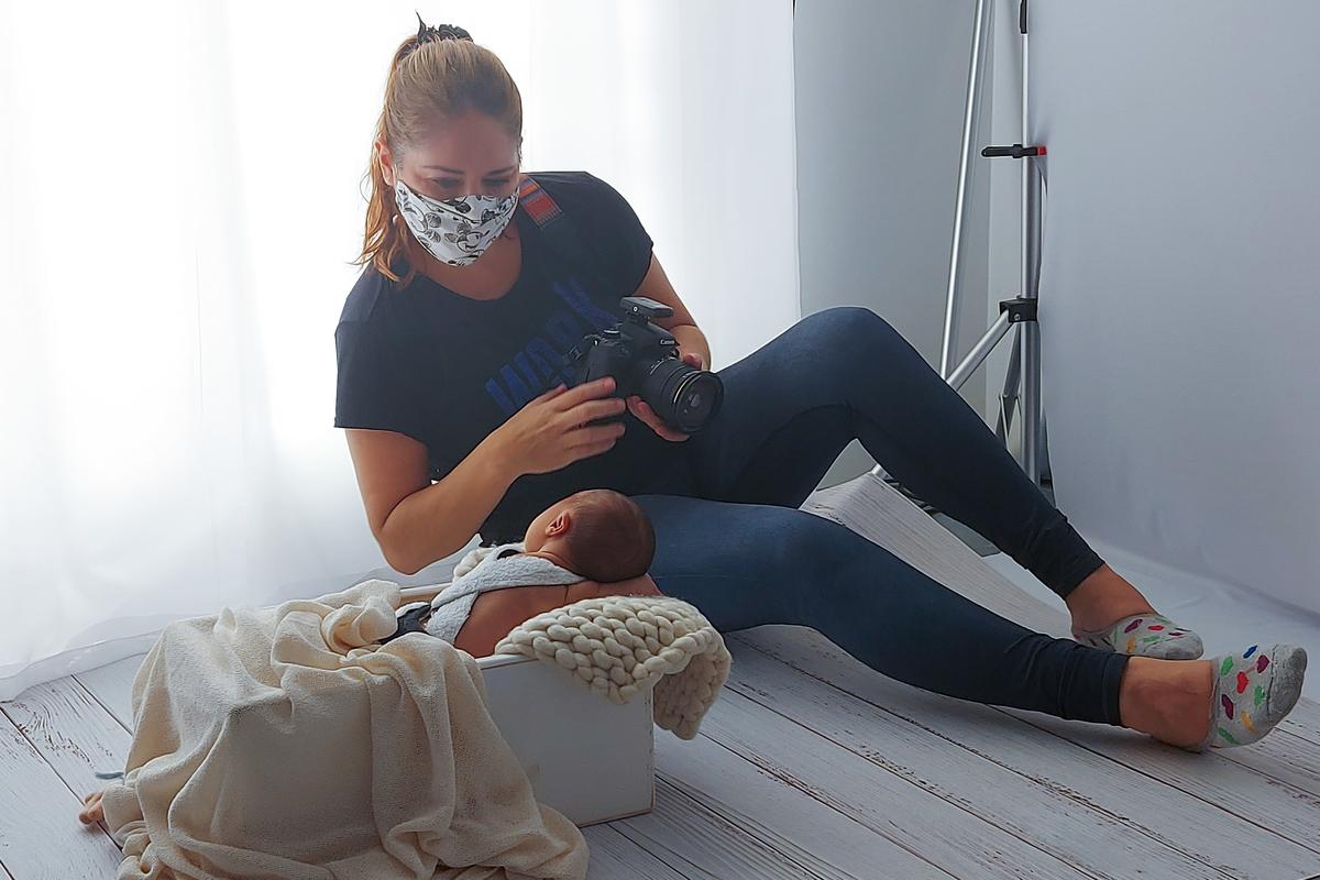 Imagem capa - Como é um ensaio newborn - os bastidores  por Gisele Gaspar - Atelier Fotográfico
