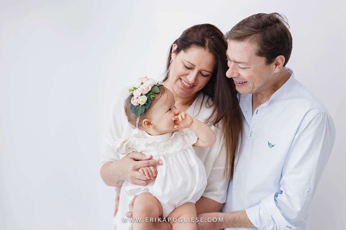 A família unida para fotografar em comemoração ao aniversário da bebê Malu
