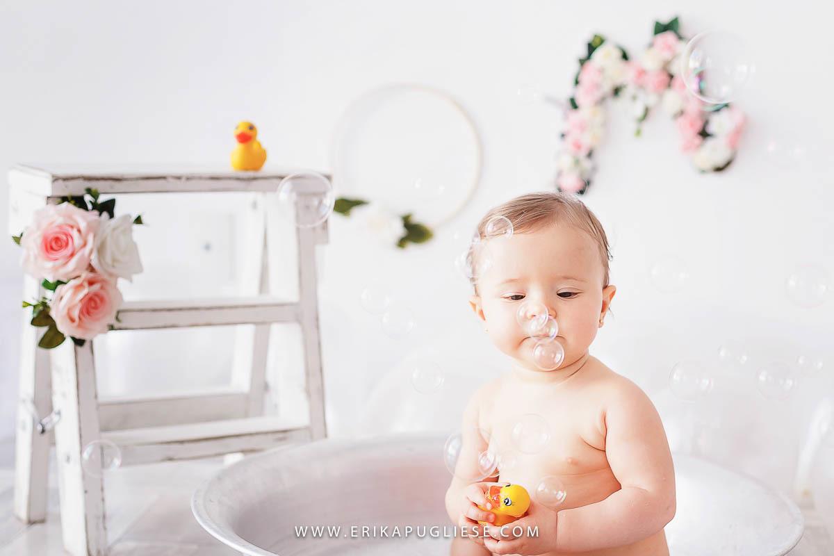 Splash também acontece no ensaio infantil da Erika Pugliese Fotografia especial de bebês
