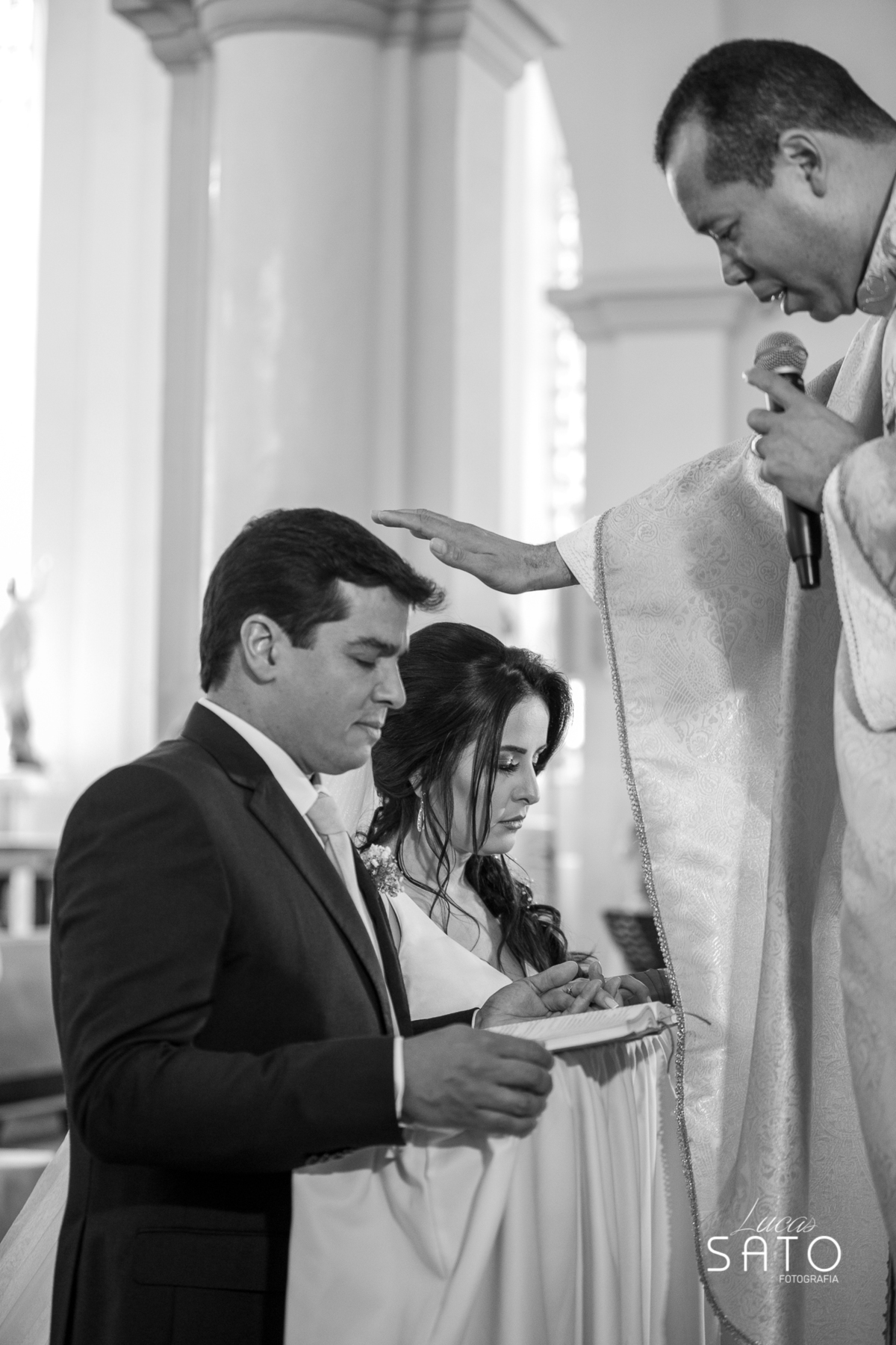 Fotografia  casamento na cidade de São Gotardo-MG. Igreja matriz de São Sebastião em São Gotardo-MG. #saogotardo #casamento #noivasaogotardo