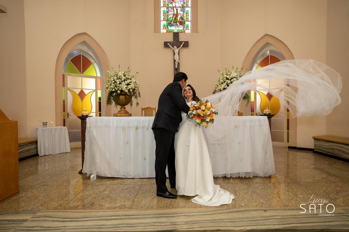 Fotografia  casamento na cidade de São Gotardo-MG. Igreja matriz de São Sebastião em São Gotardo-MG. Vestido da noiva. #saogotardo #casamento #noivasaogotardo