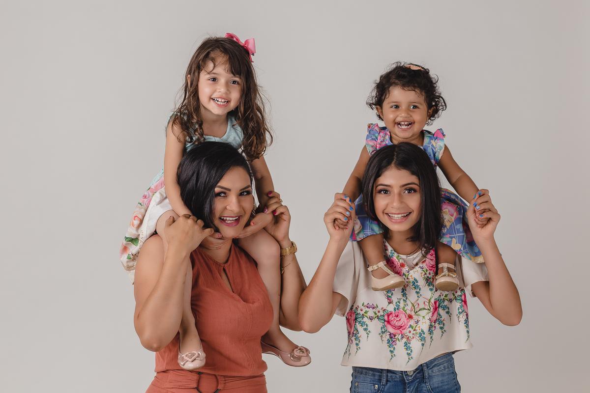 Foto de família em Estúdio localizado em São Gotardo-MG