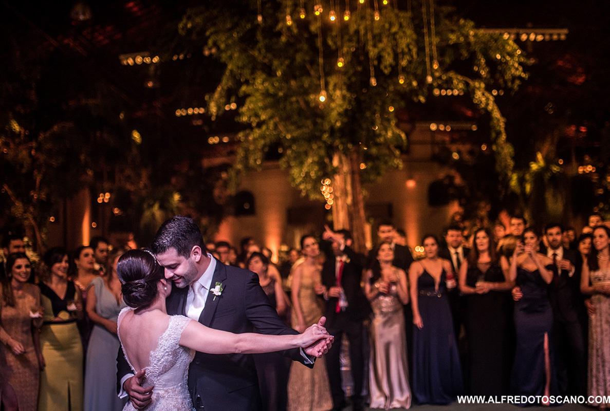 festa de casamento noivos na valsa