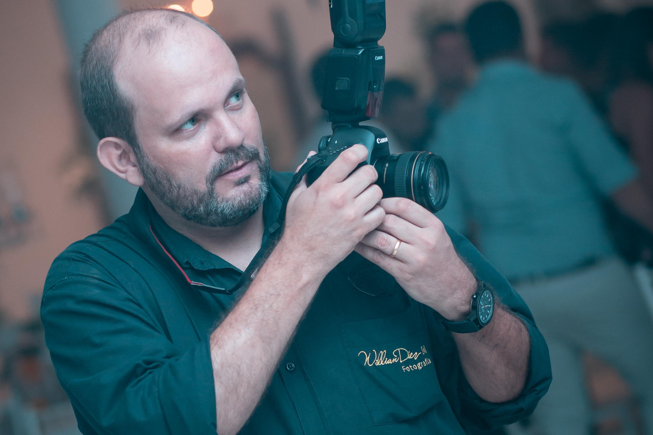 Contate Willian Diez Fotógrafo de Casamento, Ensaio Gestantes, Aniversario Infantil, 15 Anos, Eventos Sociais, Fotógrafo Publicitário