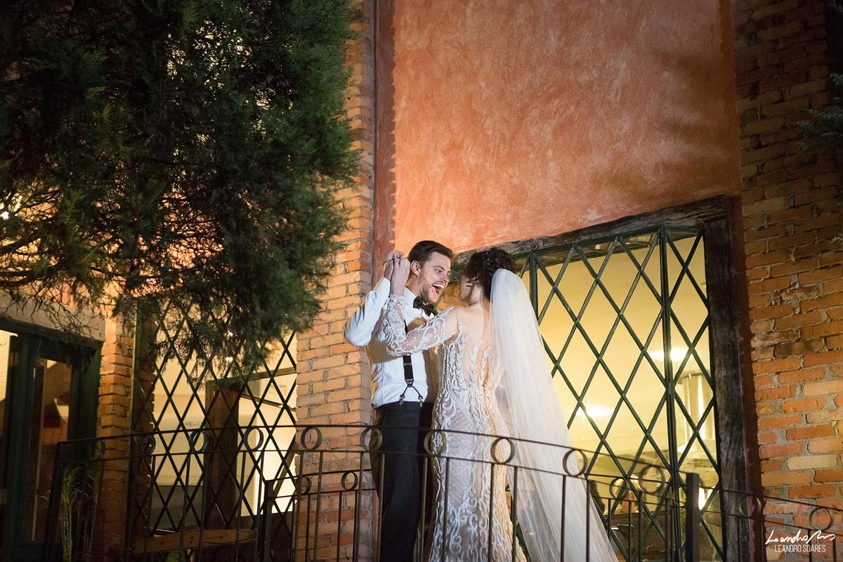 noivo ve a noiva antes da cerimonia