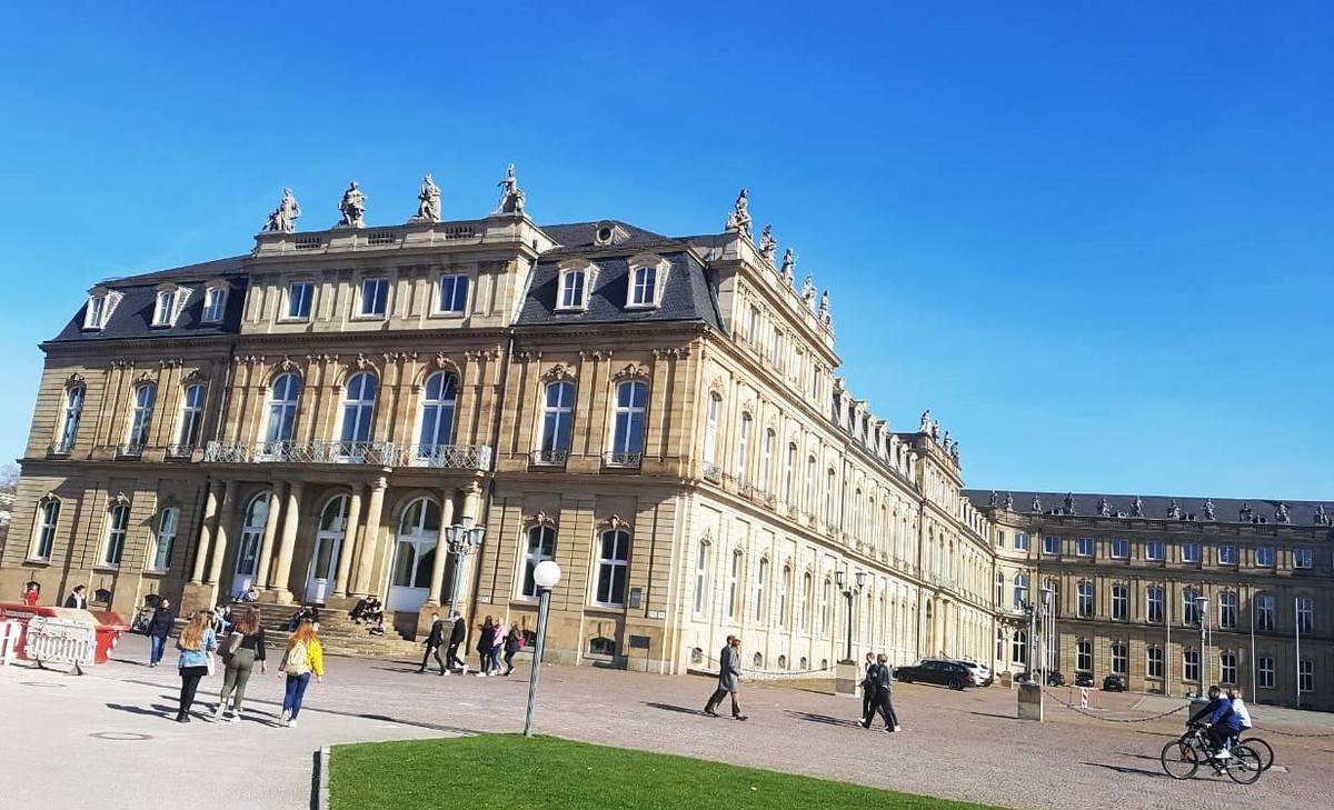 Imagem capa - Visita ao Centro Cultural de Stuttgart - Alemanha por Duda Oliveira