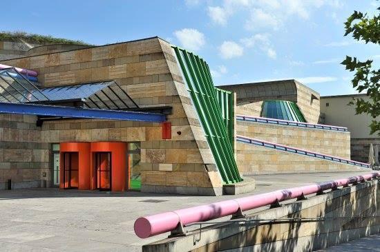 Imagem capa - Duda conhece o Museu Staatsgalerie Stuttgart - Alemanha por Duda Oliveira