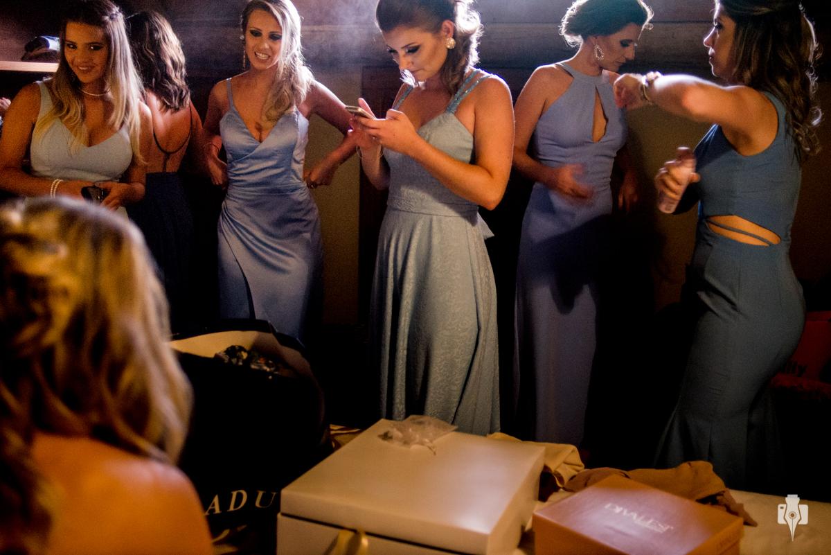 quarto só para as madrinhas se arrumarem no dia do casamento
