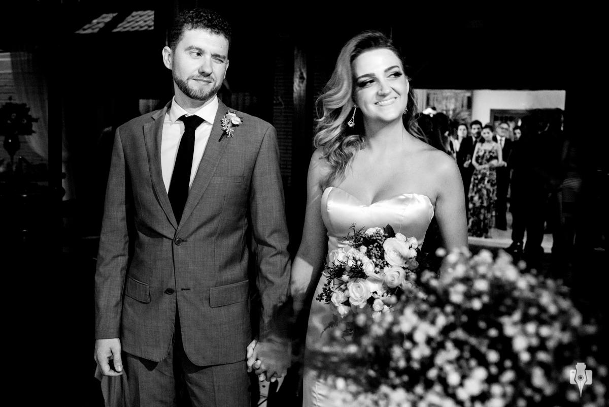 noivos espontaneos fotografias de casamento com caretas