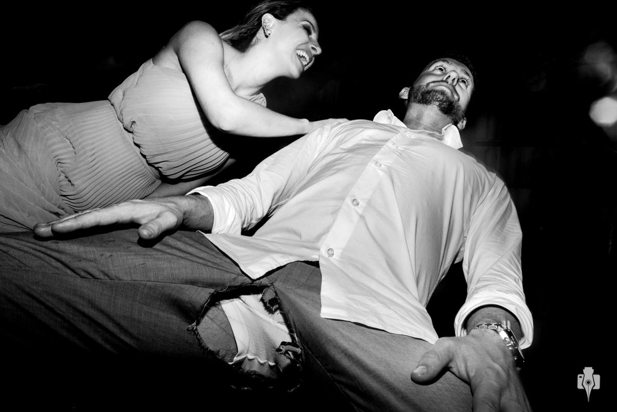 noivo rasgou as calcas no casamento de tanto dançar