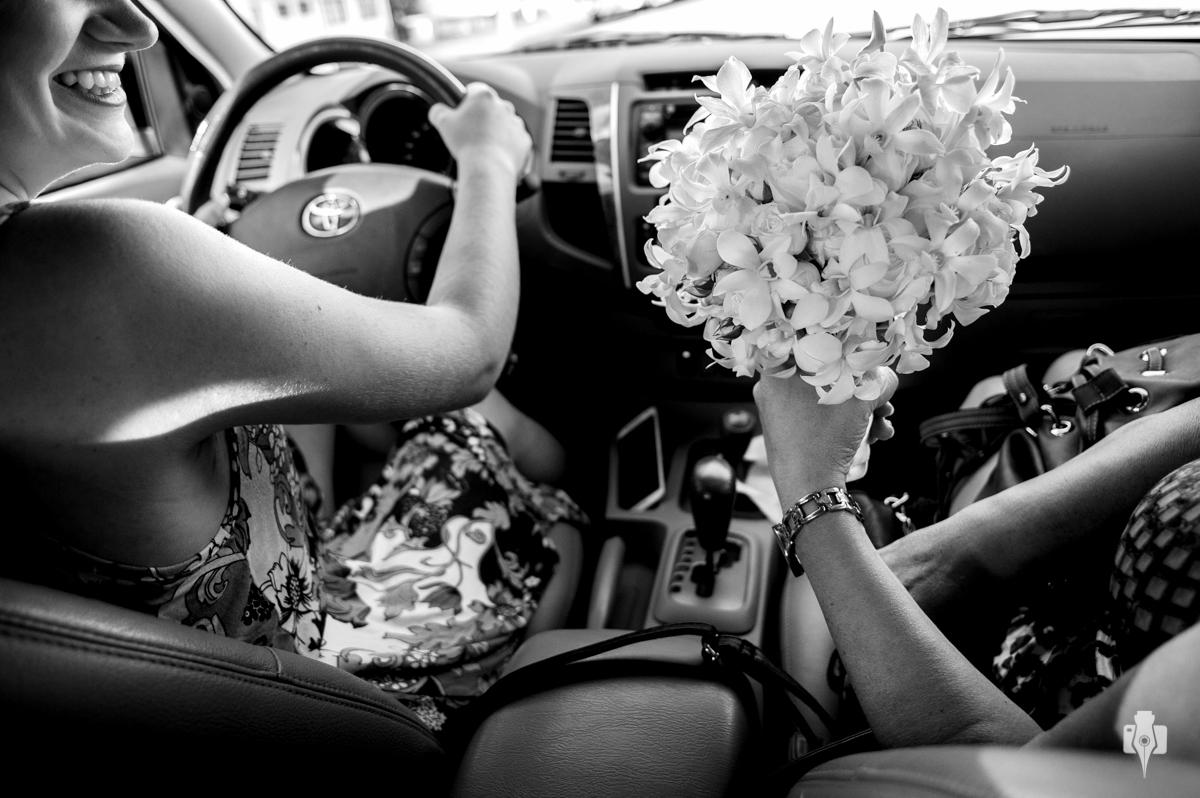 foto da noiva indo para casa colocar o vestido
