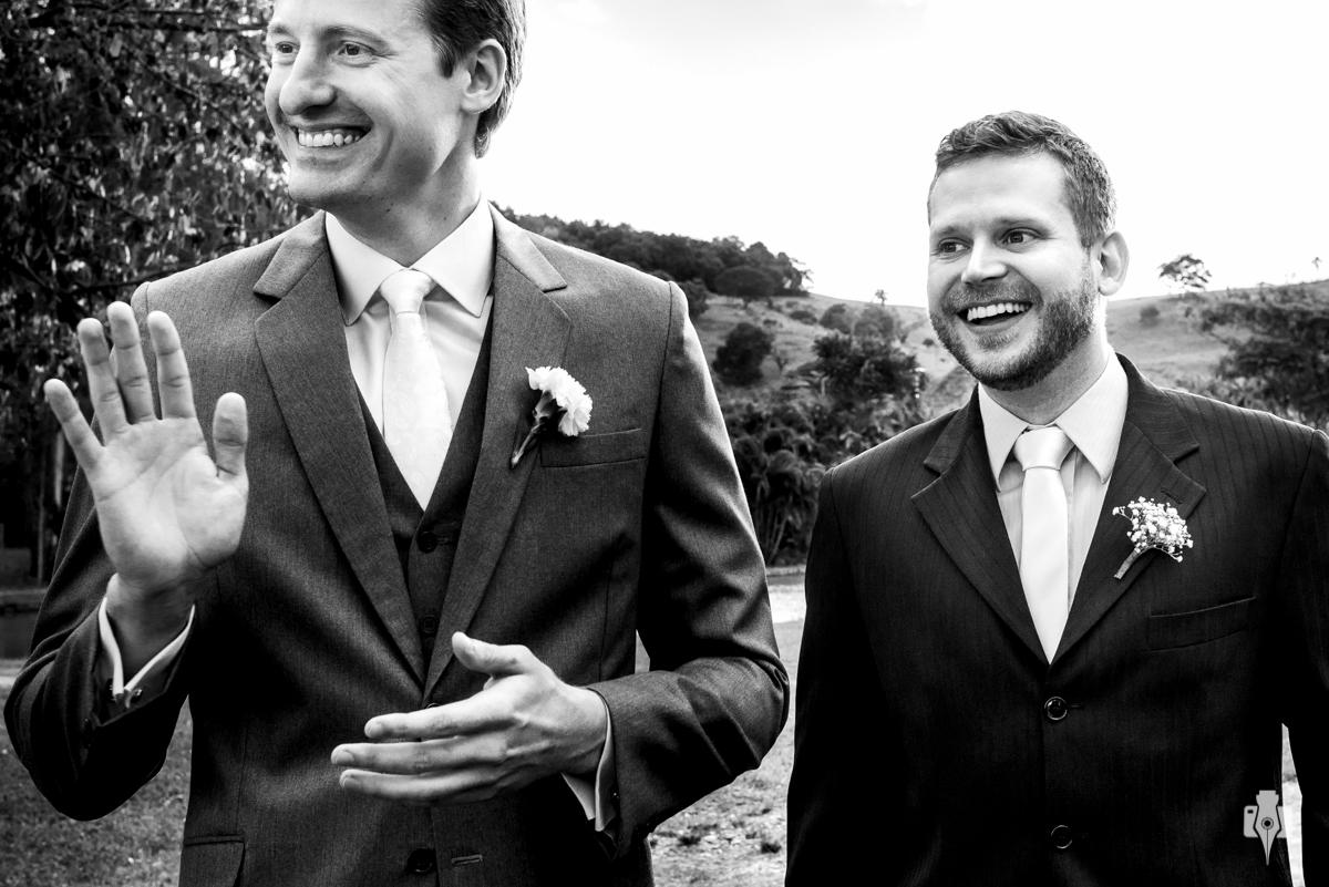 noivo em casamento ao ar livre