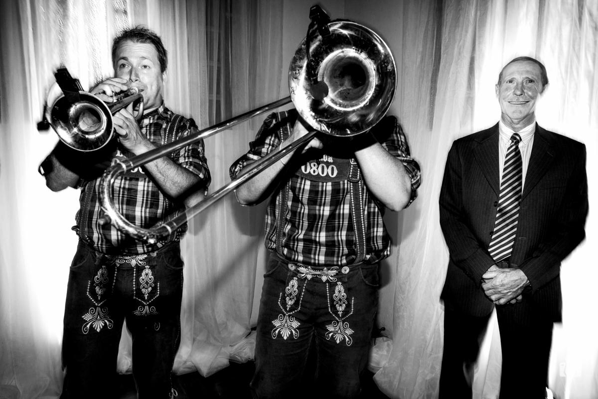 ao som de trombones