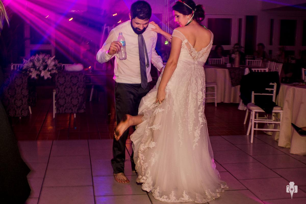 dançaram até sujar os pés