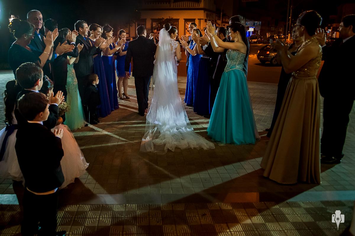 casamento catolico em rolante rs noivo toma banho de piscina