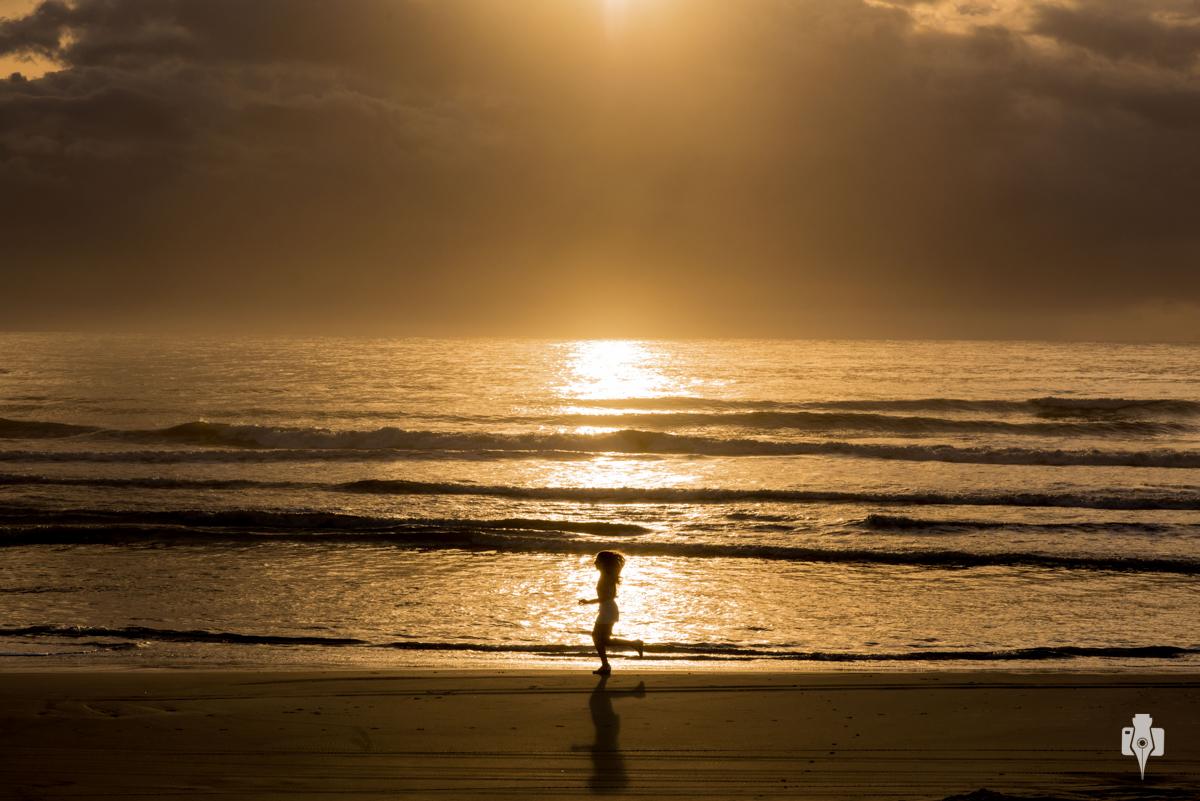 ensaio de 15 anos de jaque fischer na praia de torres rs