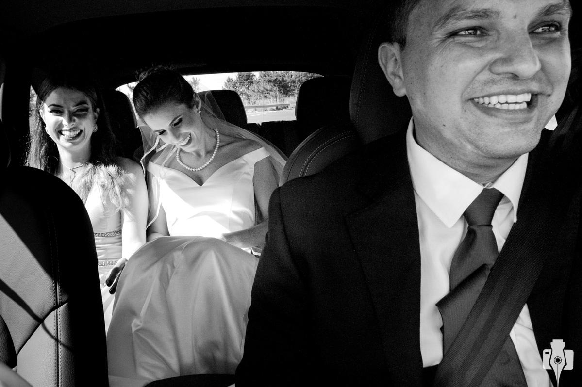 fotos da noiva indo para a igreja