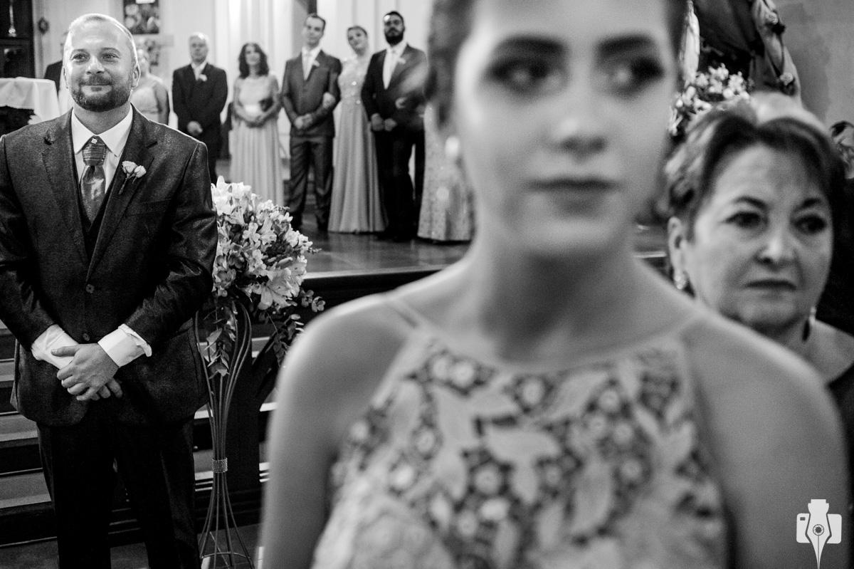 fotos de casamento dentro da igreja de canela