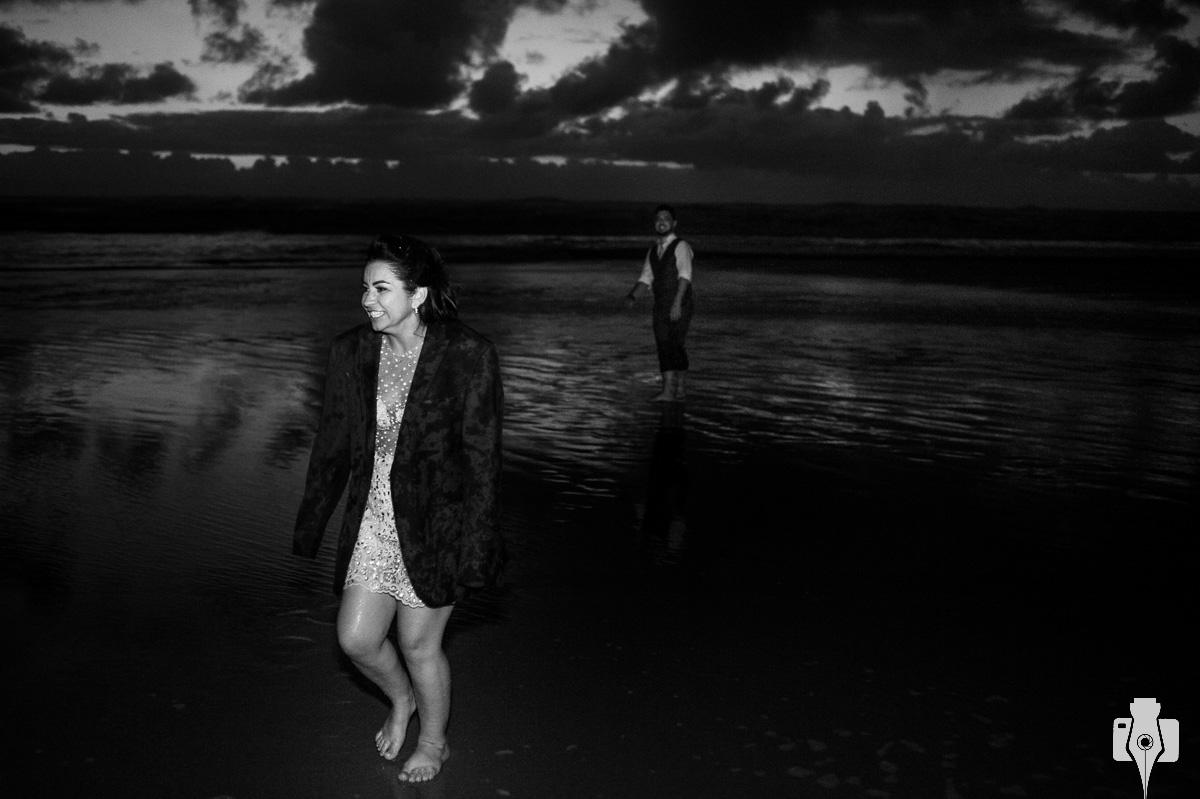 noivos na praia de atlantida