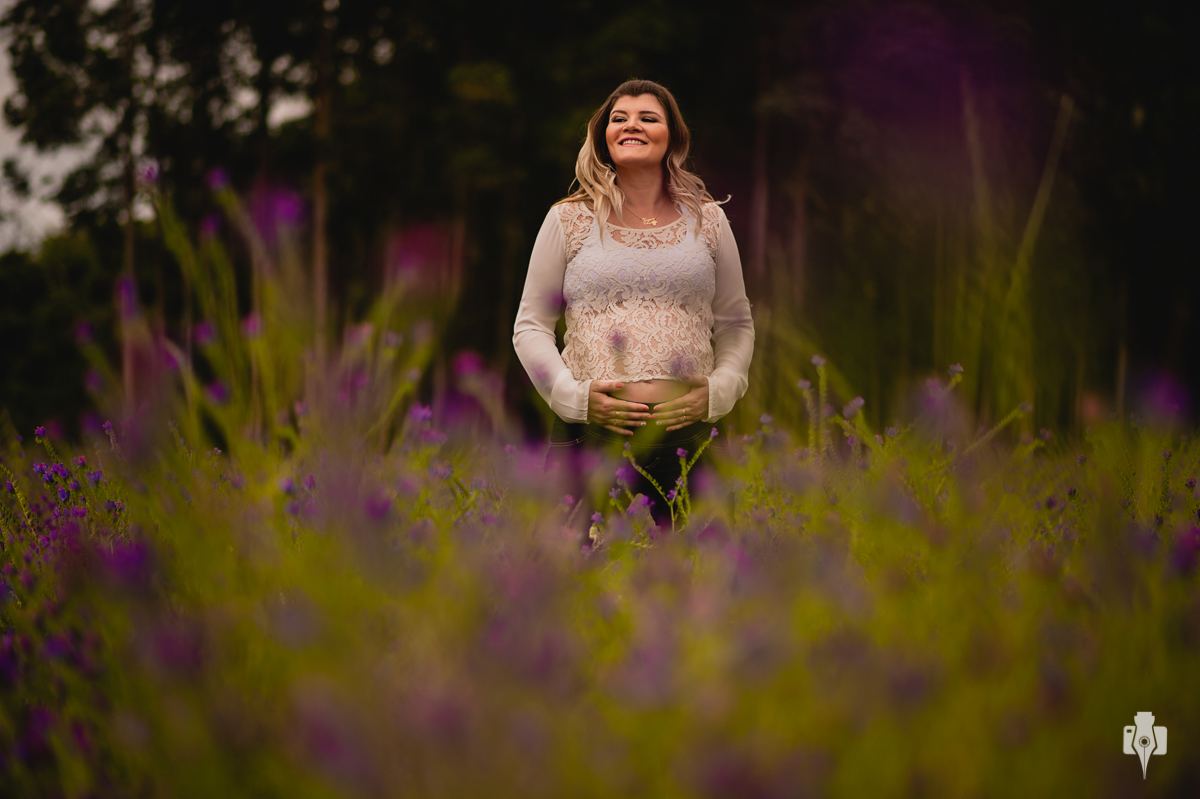 fotografias de grávida com flores fotografias de gestante na natureza fotos em campo florido