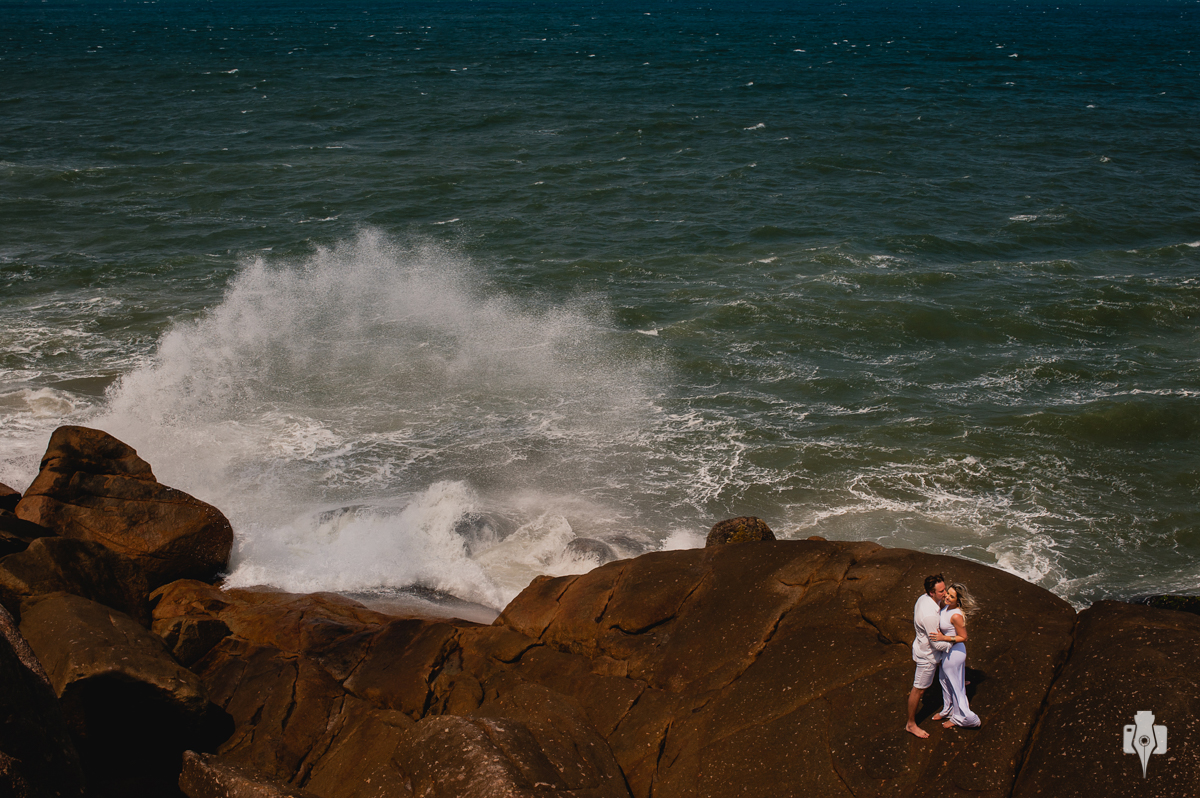 fotografia pré casamento na praia guarda do embaú litoral catarinense ensaio de casal descolado sessão de fotos de casal criativa