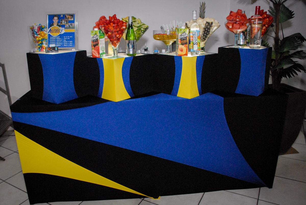 Bar man no Buffet Fábrica da Alegria, Osasco, Sao Paulo, tema da festa esportes americanos, aniversariante Matheus 8 anos