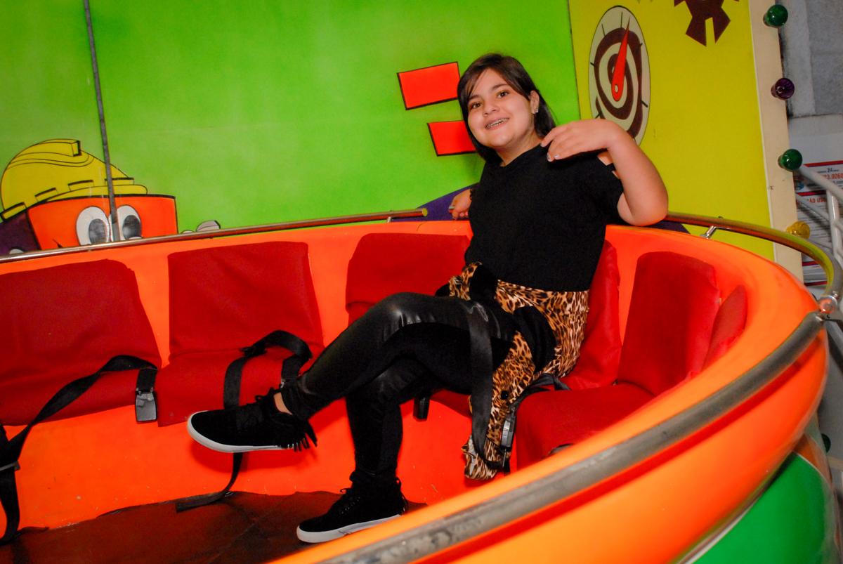hora de brincar no brinquedo labamba no Buffet Fábrica da Alegria, Osasco, Sao Paulo, tema da festa esportes americanos, aniversariante Matheus 8 anos