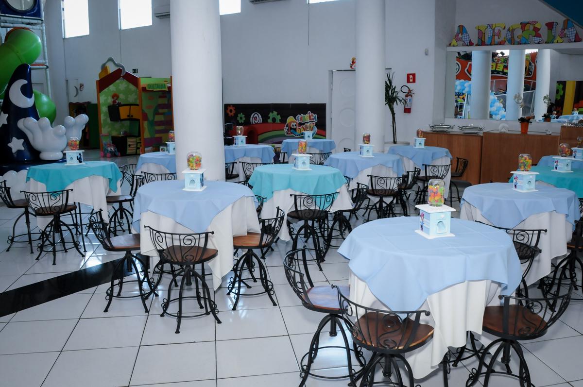 mesas do salão no Buffet Fábrica da Alegria, Morumbi, SP, festa intantil, tema da mesa minie azul, Valentina 1 aninho