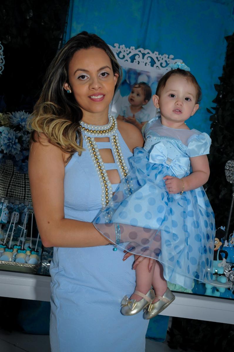 foto da aniversariante com a mamãe no Buffet Fábrica da Alegria, Morumbi, SP, festa intantil, tema da mesa minie azul, Valentina 1 aninho