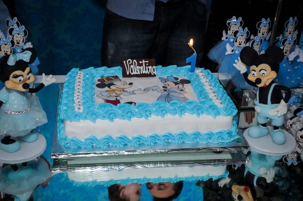Bolo de aniversário no Buffet Fábrica da Alegria, Morumbi, SP, festa intantil, tema da mesa minie azul, Valentina 1 aninho