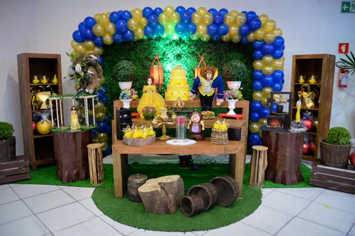 mesa temática no Buffet Fábrica da Alegria, Morumbi,SP, festa infantil aniversário de Beatriz 9 anos, tema da festa A Bela e a Fera