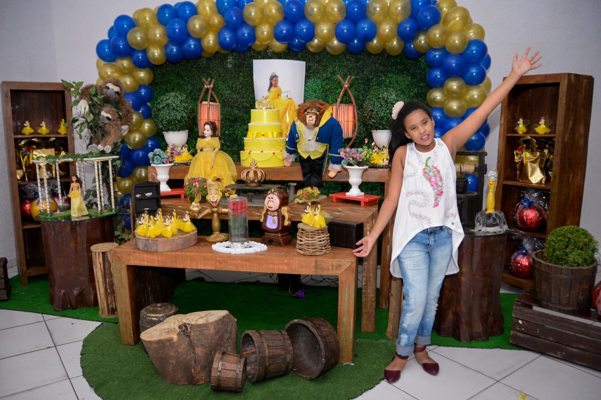 mais pose para foto no Buffet Fábrica da Alegria, Morumbi,SP, festa infantil aniversário de Beatriz 9 anos, tema da festa A Bela e a Fera