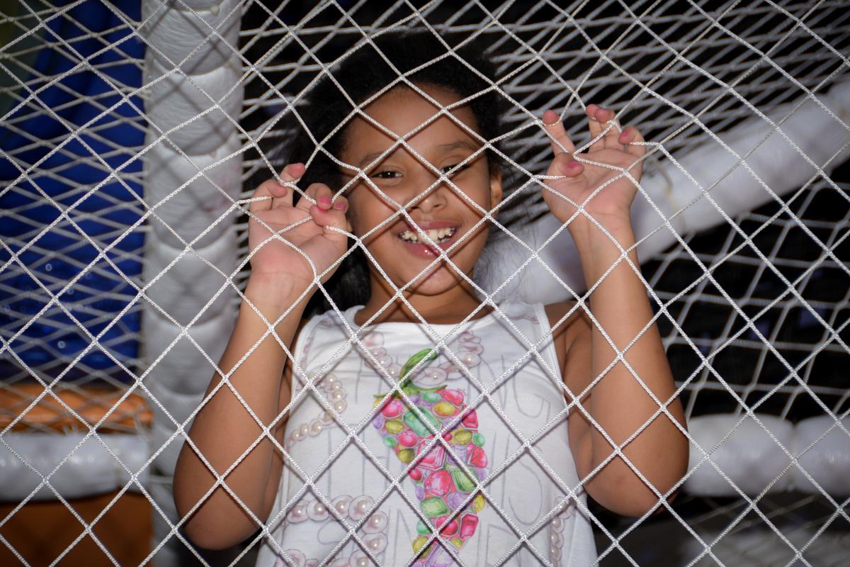 brincadeiras divertidas no brinquedao do Buffet Fábrica da Alegria, Morumbi,SP, festa infantil aniversário de Beatriz 9 anos, tema da festa A Bela e a Fera